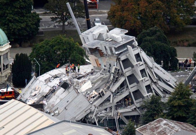 EDIFICIO EN LOS CRISTIANOS, como contribución de pesar y respeto al edificio derrumbado en TENERIFE